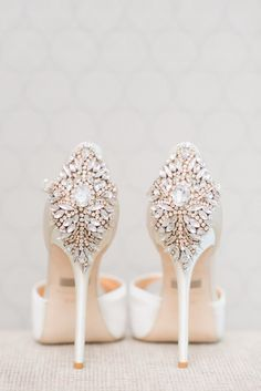 Stylish wedding shoes via Blush Wedding Photography Converse Wedding Shoes, Wedding Heels, Bride Shoes, Wedding App, Wedding Black, Prom Shoes, Gold Wedding, Dress Shoes, Bling Bling