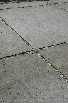 tuin-ideeën | grind tussen beton tegels Door Pleuntjesblog