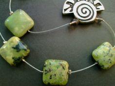 collana corniola e filo d'acciaio con ciondolo in argento antico e chiusura argento, regalo per lei