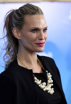 Molly Sims perfect ponytail