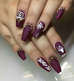 Are you looking for some cute nails desgin for this christmas but you are not sure what type of Christmas nail art to put on your nails, or how you can paint them on? These easy Christmas nail art designs will make you stand out this season. Christmas Nail Art Designs, Winter Nail Designs, Cool Nail Designs, Simple Designs, Christmas Design, Christmas Ideas, Simple Christmas, Pretty Designs, Handmade Christmas