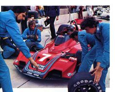 John Watson (Brabham-Alfa Romeo) saison 1977 - Martini Racing, John Watson, Car And Driver, F 1, My Memory, Formula One, Courses, Alfa Romeo, Race Cars