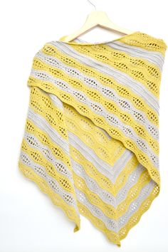 Kalinda Shawl - easy and free crochet pattern by www.mycrochetory.com