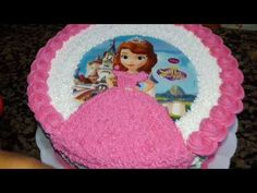 Bolo redondo decorado com tema da princesa Sofia - YouTube Candy Birthday Cakes, Frozen Themed Birthday Cake, Themed Cakes, Bolo Tinker Bell, Bolo Elsa, Bolo Barbie, Bolo Frozen, Easy Cake Decorating, Cake Images