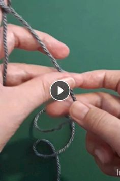 How to knit basket crochet video tutorial Arm Knitting Yarn, Knitting Videos, Easy Knitting, Knitting Stitches, Knitting Patterns, Crochet Pattern, Chunky Knit Yarn, Crochet Video, Single Crochet Stitch