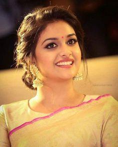 Hairstyle Beautiful Girl Indian, Beautiful Saree, Beautiful Indian Actress, Beautiful Actresses, South Indian Hairstyle, Indian Wedding Hairstyles, Saree Hairstyles, Bridal Hairdo, Indian Bridal Outfits