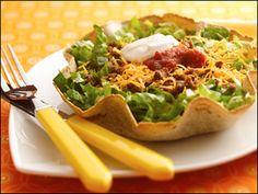 little taco salad in a shell: Yum yum! A DIY tortilla bowl makes any salad seem soooo much cuter. Ww Recipes, Pork Recipes, Baby Food Recipes, Salad Recipes, Healthy Recipes, Food Baby, Healthy Foods, Creative Food, Food For Thought
