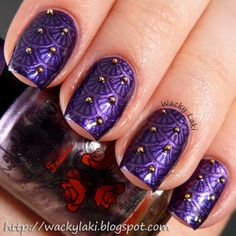 This manicure started out with a base of Zoya Belinda. She stamped a pattern from MoYou London Sailor Collection 05 plate using using Kaleidoscope Nof-14.