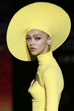 ⍙ Pour la Tête ⍙ hats, couture headpieces and head art - Andrés Sardá SS 2014 Stylish Hats, Fancy Hats, Church Hats, Wearing A Hat, Love Hat, Yellow Fashion, Fashion Moda, Shades Of Yellow, Mellow Yellow