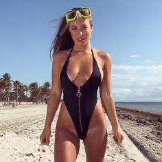 Unzip her. Hot Bikini, Bikini Girls, Scuba Girl, Beach Girls, Bikini Photos, Bikini Fashion, Sexy Body, Gorgeous Women, Sexy Women