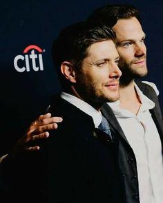"""Jensen Ackles dit PaleyFest 2018 : """"Jared et moi avons beaucoup de chance d'avoir trouvé un partenaire,un ami,un frère, quelqu'un avec qui tu es vraiment D'accord.Nous apprécions la compagnie l'un l'autre""""."""