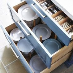13 Best Kitchen Cabinet Drawers - Clever Ways to Organize Kitchen Drawers Kitchen Room Design, Kitchen Cabinet Design, Modern Kitchen Design, Kitchen Layout, Home Decor Kitchen, Interior Design Kitchen, New Kitchen, Home Kitchens, Kitchen Ideas