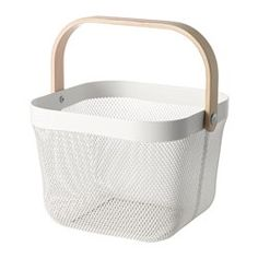 This basket makes it easy to access and get an overview of your fruit and vegetables, and has a decorative look. You can easily bring this basket with you for grocery shopping or picking home-grown vegetables in the garden.