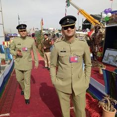 Pakistan Armed Forces, Best Army, Pakistan Army, Pakistan Fashion, Defenders, Beautiful Couple, My Passion, Pakistani, Cute Dresses