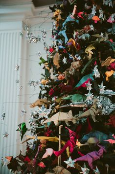 love, TAZA the origami tree at the natural history museum 2016 - Dinosaurs Amon. Christmas Time Is Here, Christmas Tree Themes, Xmas Decorations, Xmas Tree, Christmas Photos, Christmas Tree Ornaments, Christmas Holidays, Christmas Crafts, Dinosaur Christmas Decorations
