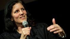 """Laura Poitras : """"Wir leben in dunklen Zeiten"""" Mit """"Citizenfour"""" verneigt sich Laura Poitras vor dem Mut von Edward Snowden. Aber nicht Whistleblower sollten den Bürgern sagen müssen, was ihre Regierung tut. Interview: Patrick Beuth"""