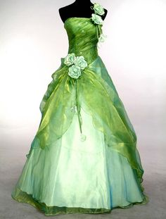 Green fairy grad dress. Love this. <3