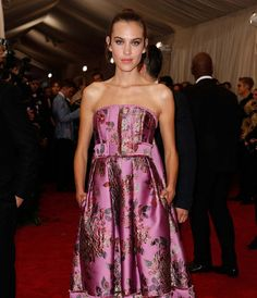 The 23 most unforgettable beauty looks from the Met Gala 2015 red carpet–Alexa Chung.
