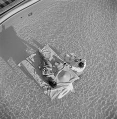 Austrian actress Mara Lane enjoys waiter service in the pool at the Sands Hotel, Las Vegas, 1954.  Photo by Slim Aarons/Hulton Archive/Getty Images. Buy this print at studiosalt.co.uk X