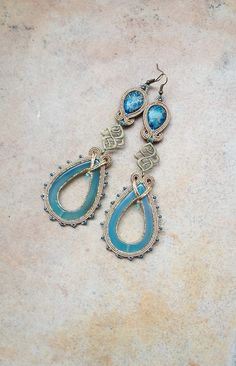 Casablanca - very long soutache earrings in blue and gold with natural stones and brass elements, orecchini soutache, pendientes soutache