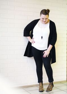 Plus size outfit black skinny jeans leopard chelsea boots