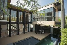 A House : Green Dwell Tropical Modern House, Bangkok Modern Contemporary Homes, Contemporary Architecture, Architecture Design, Exterior Design, Home Interior Design, Modern Tropical House, Courtyard House, Sustainable Design, House Rooms