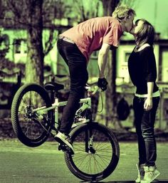 bmx instead of motorcycle. Kiss Pictures, Couple Pictures, Sweet Kisses, Tumblr Photography, Creative Photography, Senior Photography, Couple Photography, Favim, Love Couple