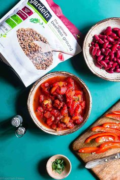 Instant Pot Meatless Easy Vegan Chili Recipe - You will NEVER believe that this is a vegetarian chili recipe! It's a healthy, gluten free weeknight meal that is ready in only 30 minutes! Even meat-eaters are going to LOVE this recipe! Vegan Chilli Recipe, Easy Vegan Chili, Chilli Recipes, Vegetarian Chili, Real Food Recipes, Vegetarian Recipes, Weight Watcher Vegetable Soup, Healthy Weeknight Dinners, Easy Meals
