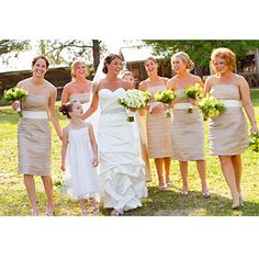 Love the neutral of this wedding scheme. So perfect and elegant