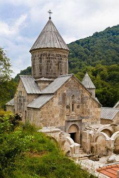 Armenia- Prowincja Tavush - Klasztor  Haghartsin- chyba zmiana koloru po remoncie. XIIIw.UNESCO.Są groby królewskie.