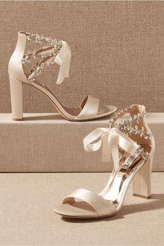 Champagne Wedding Shoes, Silver Wedding Shoes, Wedding Shoes Heels, Ivory Wedding, Bridal Wedding Shoes, Bride Shoes, Prom Shoes, Wedding Outfits, Boho Wedding