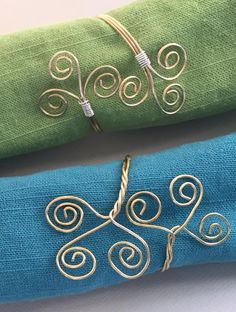These are so easy to make and very pretty - Twisted Wire Napkin Rings tutorial - DIY