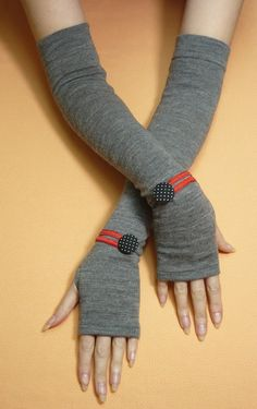 Long Grey Fingerless Gloves with Polka Dot Buttons, Boho Armwarmers, Tattoo Covers, Ladies Sleeves Sewing Hacks, Sewing Crafts, Sewing Projects, Sleeves Designs For Dresses, Sleeve Designs, Old Sweater Crafts, Hand Socks, Crochet Arm Warmers, Wedding Gloves