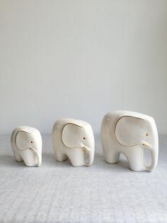 Vintage Elefanten,Set von Drei, Porzellan, Mid Century Modern, Luigi Colani-Stil von moovi auf Etsy