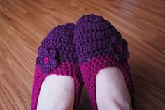 Free Fitted Flower Crochet Slippers Pattern