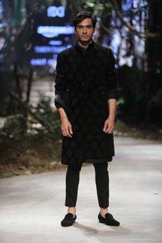 Tarun Tahiliani  - Amazon India Fashion Week - Autumn Winter 17 - 14 Fashion Show Dresses, Men Fashion Show, Mens Fashion Suits, Men's Fashion, Indian Groom Wear, Indian Wear, Tarun Tahiliani, India Fashion Week, Autumn Street Style