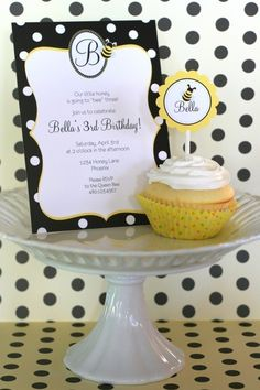 The TomKat Studio: Adorable Bumble Bee Birthday Party :: Sweet Customers Bumble Bee Invitations, Cupcake Invitations, Printable Invitations, Party Printables, Bumble Bee Cupcakes, Bumble Bee Birthday, Bee Party, Party Fun, Party Shop