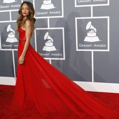 Cosmopolitan España: moda, belleza, amor y sexo, lifestyle. Prom Dresses, Formal Dresses, Dress Codes, My Favorite Color, Get Dressed, Sexy, Red Carpet, Awards, Coats