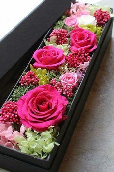 Flower Box Gift, Flower Boxes, Faux Flowers, Paper Flowers, Easy Homemade Gifts, Fleurs Diy, Modern Flower Arrangements, Centerpiece Decorations, Felt Decorations