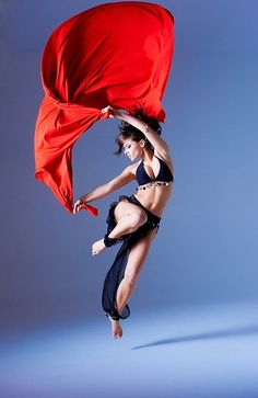 Studio shot of belly dancer Emma Westray dancing. Photo by Paul Cox. Action Pose Reference, Human Poses Reference, Pose Reference Photo, Dance Poses, Art Poses, Action Posen, Foto Portrait, Anatomy Poses, Figure Poses