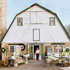 The Ultimate Antiquing Tour Steeped in history, the quaint hamlets that connect southern Maryland and Northern Virginia offer treasures that have been around almost 200 years–creating an antique lover's paradise