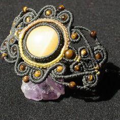 Bracelet macramé avec des pierres semi-précieuse et précieuse