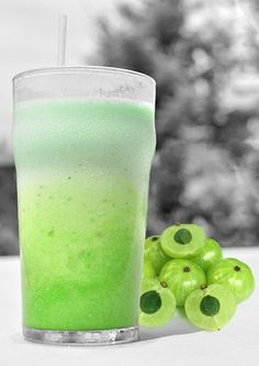 www.smoothiehealthyrecipes.com/healthy-smoothie-recipes/f...  Gooseberry Smoothie - a quick and healthy breakfast on the go.