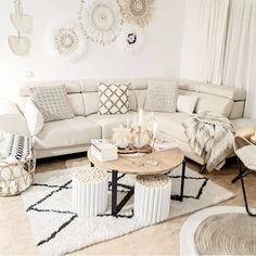 Top 5 Inexpensive Family Room ideas This decor is spot on . Boho Room, Boho Living Room, Living Room Decor, Cosy House, Interior Decorating, Interior Design, Scandinavian Home, Family Room, New Homes