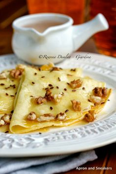 Apron and Sneakers - Cooking & Traveling in Italy and Beyond: Crepes With Brie, Walnuts and Honey Crepes And Waffles, Savory Crepes, Crepe Recipes, Waffle Recipes, Pancake Recipes, Delicious Desserts, Dessert Recipes, Yummy Food, Crepe Cafe