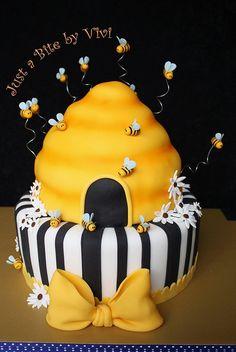 Bumble Bee (1) by Vivi :o), via Flickr