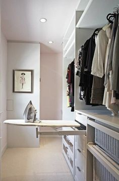 Walk In Closet Ideas - Trying to find some fresh ideas to redesign your closet? Visit our gallery of leading deluxe walk in closet design ideas and also images. Walking Closet, Walk In Closet Design, Closet Designs, Small Walk In Wardrobe, Master Closet Design, Small Walkin Closet, White Closet, Design Bedroom, Master Bedroom Closet