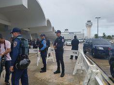 RT @rmarrero1: Policías y personal del aeropuerto es lo q se...
