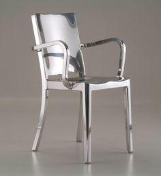 Jag har hittat två stolar som bara är sååå snygga! Skulle mycket gärna vilja ha dem hemma hos mig! Tyvärr kommer det aldrig att bli så när man har tittat på prislappen... Men drömma kan man ju alltid…