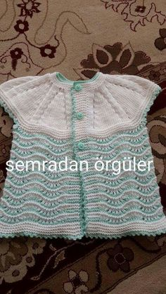 This Pin was discovered by Nin Baby Cardigan Knitting Pattern, Baby Knitting Patterns, Knitting Designs, Crochet Patterns, Knitted Slippers, Knitted Hats, Baby Pullover, Baby Sweaters, Crochet Fashion